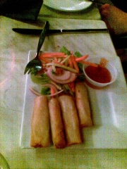 vegitearian-spring-rolls-with-sweet-chilli-dipping-sauce