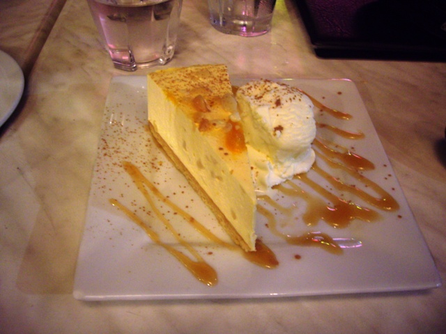 macadamia-and-mango-cheescake-with-caramel-sauce-and-ice-cream